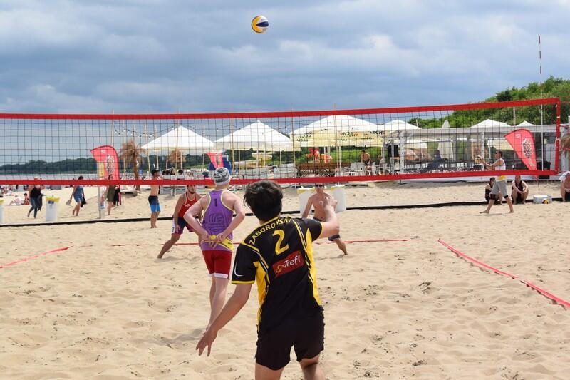 Turnieje piłki siatkowej na plaży w Brzeźnie organizowane przez GOS odbywać się będą w każdą niedzielę lipca