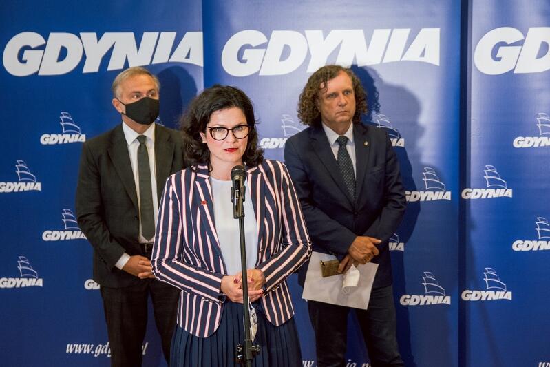 Prezydenci trzech miasta, podczas wspólnej konferencji która odbyła się w gdyńskim Parku Naukowo - Technologicznym ogłosili chęć i zakres pomocy powodzianom z Chmielna