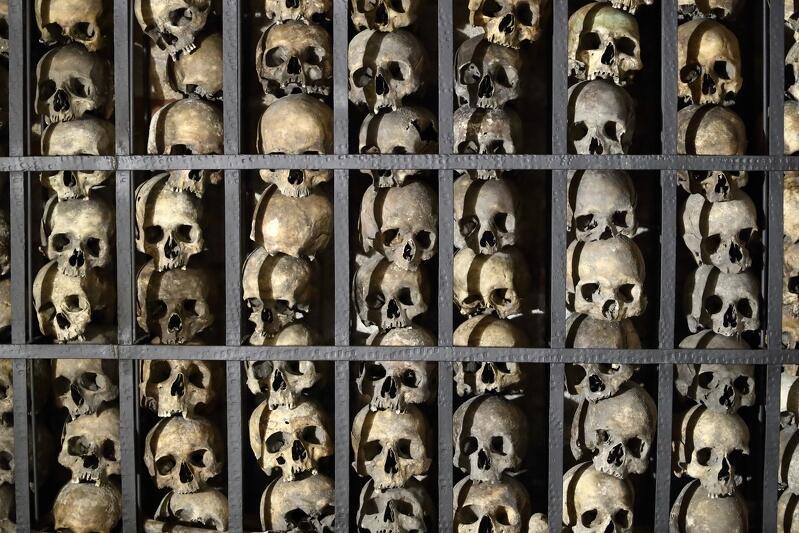 W kaplicy ułożono prawie 500 czaszek