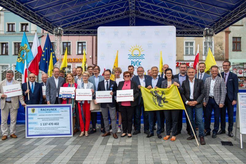 W piątek, 10 lipca, na rynku w Pucku odbyło się podsumowanie akcji #MetropoliaGłosuje. Udział w spotkaniu wzięli wójtowie, burmistrzowie, prezydenci i starostowie, którzy podsumowali działania profrekwencyjne w swoich miastach, gminach i powiatach, i zachęcali do głosowania 12 lipca