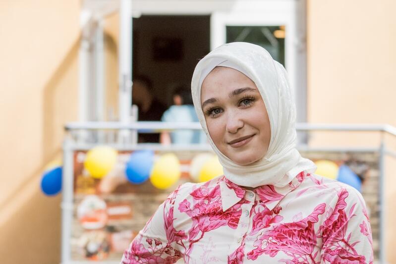 A `tytułowa` Azima to córka Susanny İzzetdinovej, która najbardziej pomaga mamie w prowadzeniu biznesu