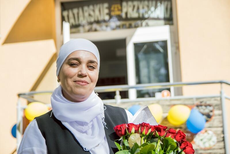 Susanna İzzetdinova przed nową restauracją Azima Tatarskie Przysmaki