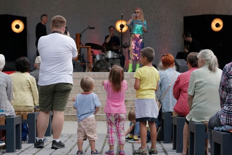 W ubiegłym roku dzieci i młodzież mogły spędzać czas w Parku Oruńskim na warsztatach muzycznych lub koncertach piosenki aktorskiej. W tym roku Amfiteatr Orana zaprasza na wydarzenia teatralne - w tym bezpłatne warsztaty, które pozwolą samemu stanąć przed publicznością