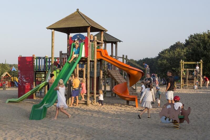Park Reagana to jedno z ulubionych miejsc wypoczynku mieszkańców Gdańska. Nie brakuje tutaj placów zabaw dla dzieci - wkrótce, dzięki Budżetowi Obywatelskiemu, powstanie pierwszy plac zabaw dla... dorosłych