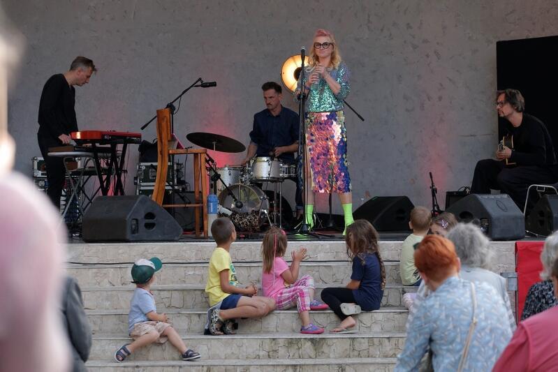 Ubiegłoroczny koncert Karoliny Piechoty w Amfiteatrze Orana  w Parku Oruńskim zgomadziła publiczność w każdym wieku