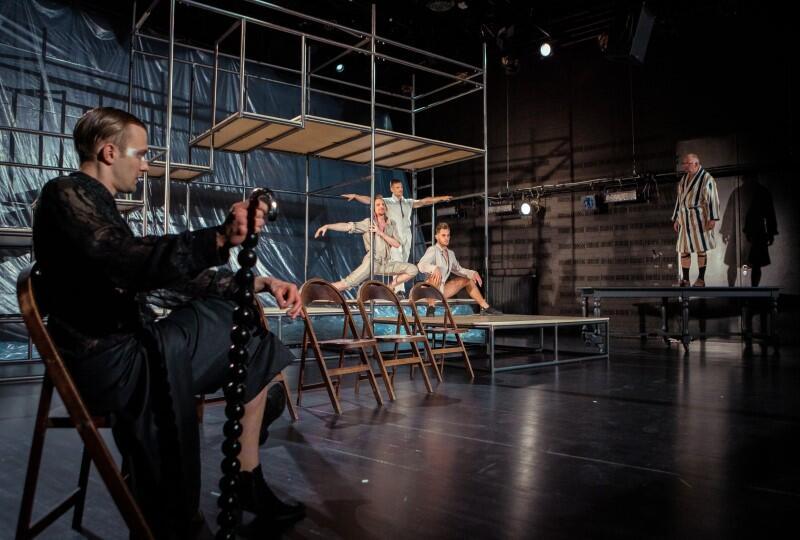 Życie intymne Jarosława w Teatrze Wybrzeże. Spektakl w reż. Kuby Kowalskiego będzie pierwszą premierą, która odbędzie się po remoncie na scenie Malarnia. Premiera w piątek, 24 lipca 2020 r.