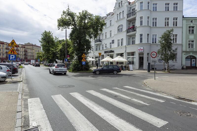 Utrudnienia na ul. Dmowskiego trwać będą do grudnia 2020 r., kiedy to planowane jest zakończenie budowy drogi dla rowerów