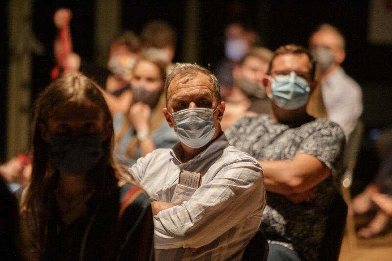 Czytanie odbyło się zgodnie z panującymi zasadami w związku z epidemią - publiczność ma obowiązek zakrywanie ust i nosa przez cały czas trwania spektaklu