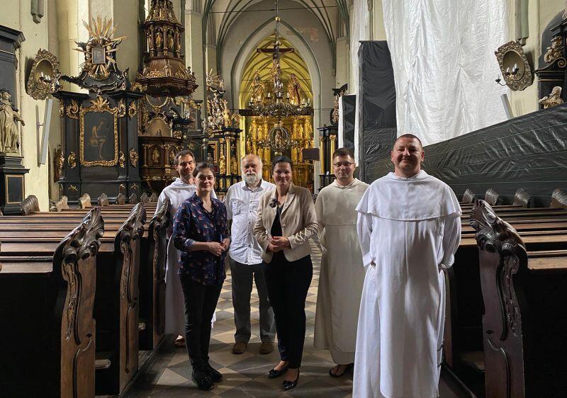 Wizyta prezydent Gdańska Aleksandry Dulkiewicz w Kościele św. Mikołaja przed otwarciem