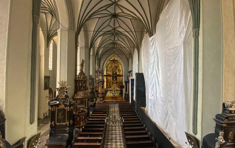 Nawa główna Kościoła św. Mikołaja w Gdańsku. Na czas prac zabezpieczone zostało wyposażenie kościoła