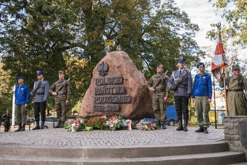 Uroczystość z okazji 76. rocznicy wybuchu powstania warszawskiego w sobotę, 1 sierpnia, odbędzie się u stóp pomnika Polskiego Państwa Podziemnego na Targu Rakowym