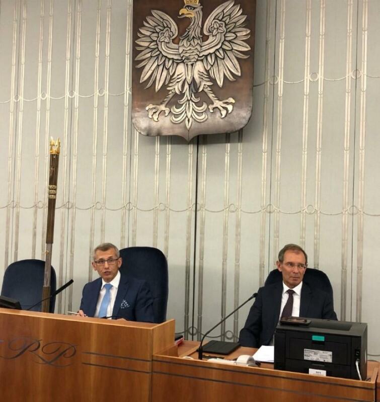 Po lewej - senator Krzysztof Kwiatkowski, który z uznaniem mówił o dotychczasowych osiągnięciach współpracy metropolitalnej samorządów na Pomorzu