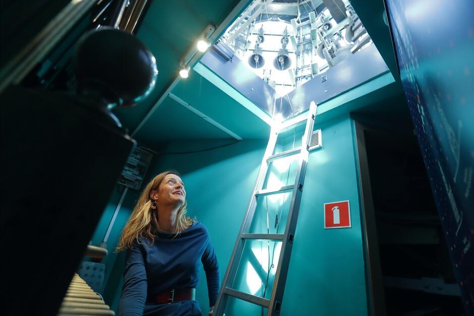 Monika Kaźmierczak oficjalna carillonistka Miasta Gdańska na wieży Ratusza Głównego Miasta - tu mieści się jeden z trzech carillonów w naszym mieście