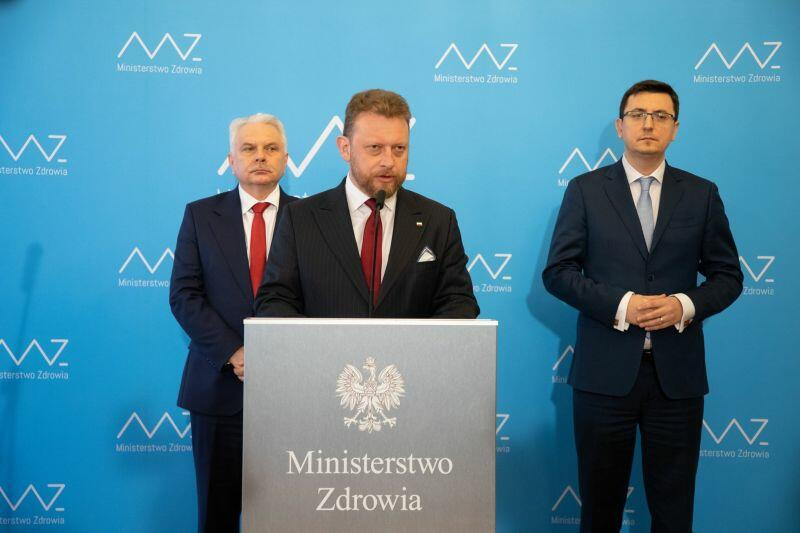 Na pierwszym planie Łukasz Szumowski, minister zdrowia