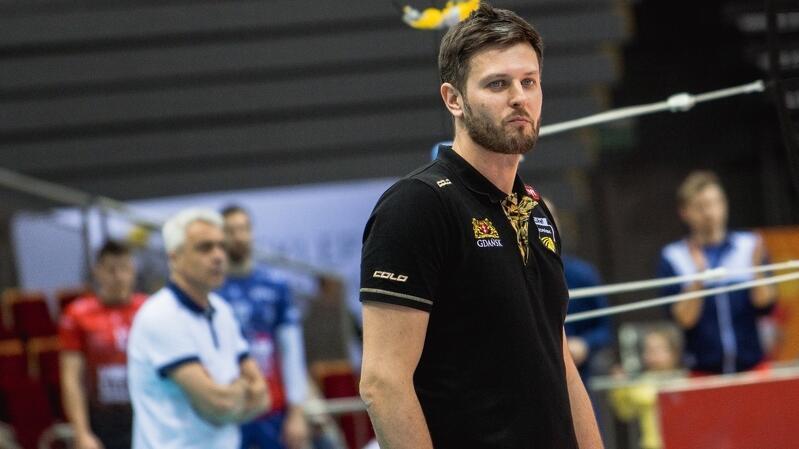 Trener Michał Winiarski nie ma łatwego zadania - przez zachorowania wśród zawodników i sztabu szkoleniowego musiał zmienić plan przygotowań do sezonu