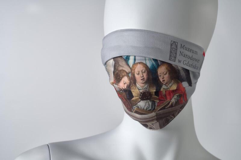 Tak maseczka prezentuje się w pełnej krasie - gdy zakrywa nos i usta, co wymagane jest nie tylko w oddziałach Muzeum Narodowego w Gdańsku, ale także w sklepach, komunikacji miejskiej i innych miejscach użyteczności publicznej