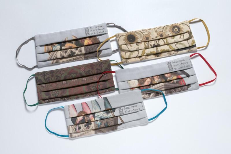 Pięć wzorów z fragmentami najsłynniejszego dzieła Hansa Memlinga znajdziemy na maseczkach zaprojektowanych przez Muzeum Narodowe w Gdańsku