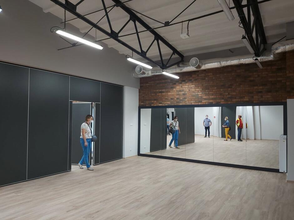 W wyremontowanym budynku przy ul. Floriańskiej 3 w Nowym Porcie powstała nowa przestrzeń na działania społeczne: Centrum Wsparcia Rodzin prowadzone przez Fundację Społecznie Bezpieczni