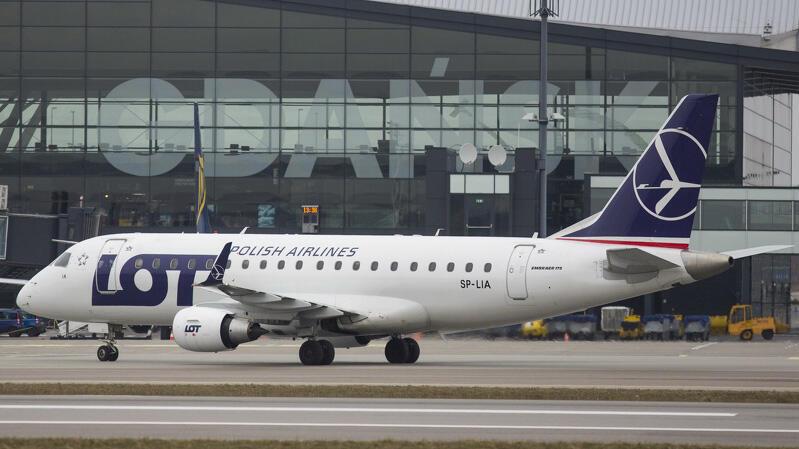 Po długiej przerwie spowodowanej koronawirusem LOT z początkiem czerwca wznowił loty z Gdańska. Na początku tylko krajowe - dziś wszystkie linie oferują już połączenia krajowe i zagraniczne z Lotniska Gdańsk im. Lecha Wałęsy