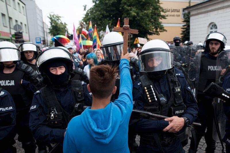 """Protest przeciwko Marszowi Równości - nagroda w kategorii """"fotografia spoza regionu"""""""