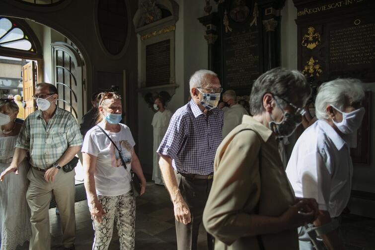 W sobotę, 8 sierpnia, do świątyni, jako pierwsi, weszli najstarsi parafianie kościoła św. Mikołaja