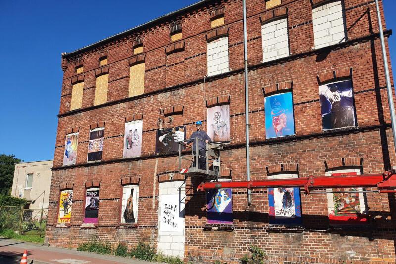 Galeria Miejska Prowizorka to projekt artystyczny Roberta Pytlosa, dzięki któremu przeznaczone do wyburzenia budynki przy ul. Podmiejskiej 11B i Podmiejskiej 11C zyskały drugie życie. Nz. obrazy na budynku 11C