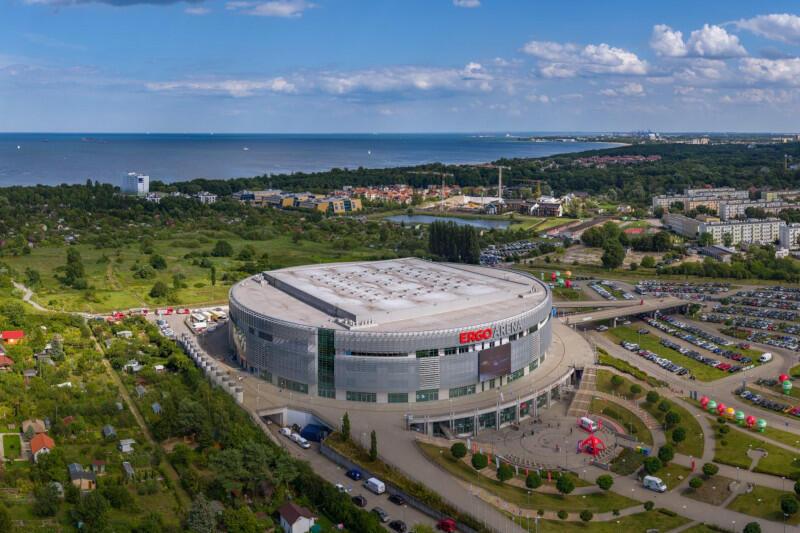 Ergo Arena przez całe wakacje zaprasza w weekendy do swojej strefy relaksu pod chmurką, w której odbywają się projekcje koncertów polskich i światowych gwiazd