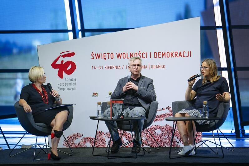 Od lewej: prowadząca spotkanie Agnieszka Michajłow, i autorzy książki: Marek Sterlingow i Dorota Karaś