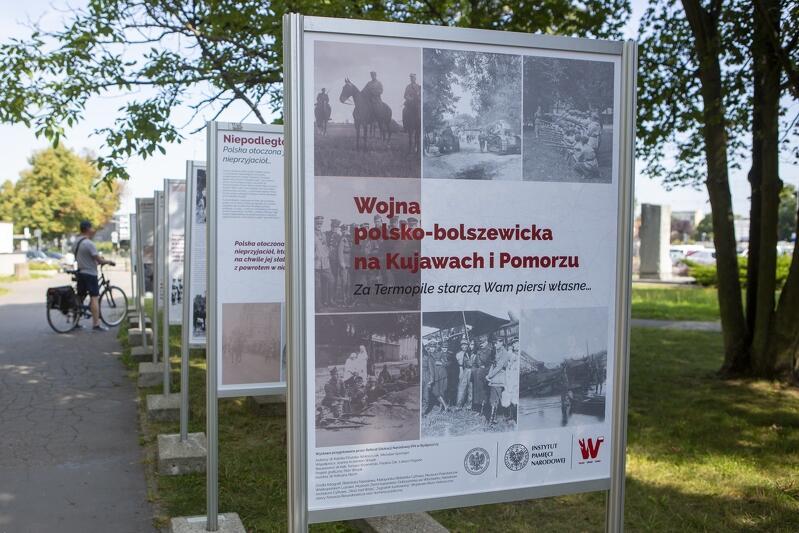 Wystawa historyczna na pl. Józef Piłsudskiego