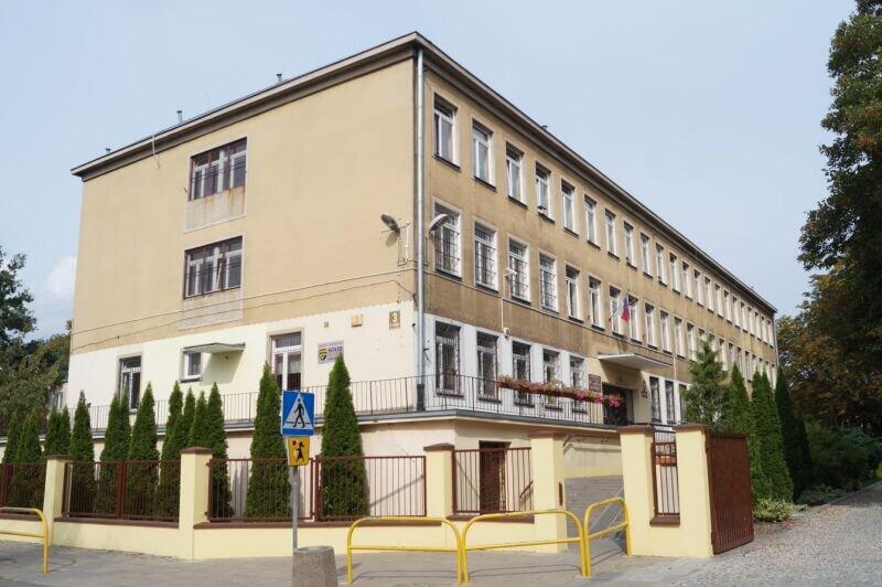 Szkoła Podstawowa nr 20 przy ul. Wczasy 3 jest jedną z 30 gdańskich placówek szkolnych i opiekuńczo-wychowawczych, ujętych w programie termomodernizacji
