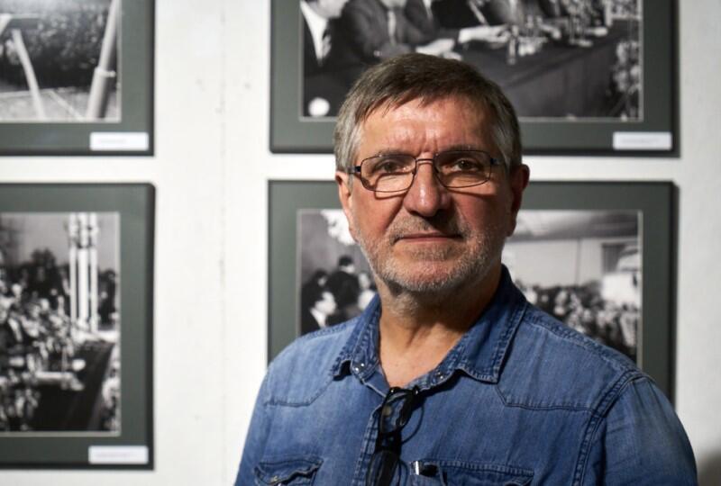 """Stanisław Składanowski w Stoczni Gdańskiej najpierw uczył się zawodu, pracował jako monter rurociągów okrętowych, a w sierpniu '80 uczestniczył w strajku i dokumentował wydarzenia związane z rodzącą się """"Solidarnością"""""""