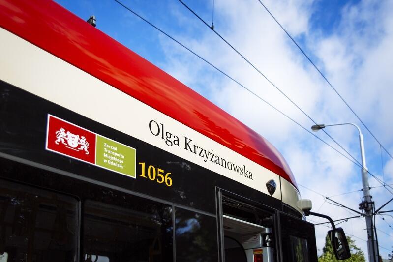 Na drugim tramwaju, w tym samym miejscu, widnieje imię i nazwisko Olgi Krzyżanowskiej