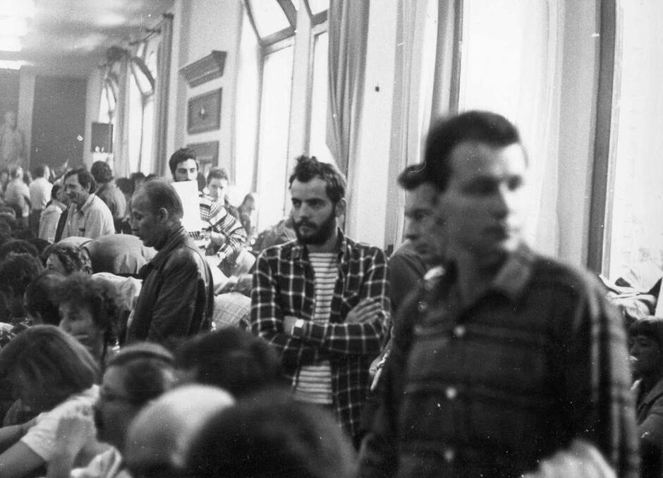 Strajk, sierpień 1980, Sala BHP, pośrodku Maciej Grzywaczewski