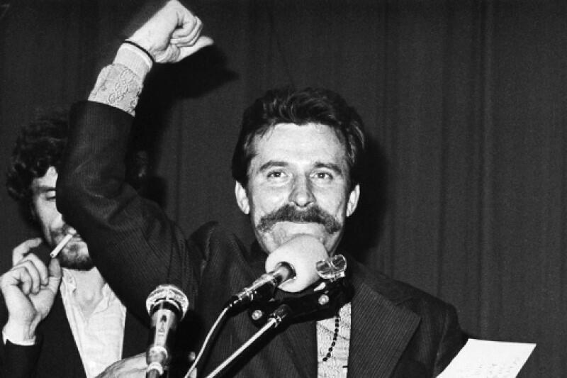 Lech Wałęsa, zaraz po podpisaniu porozumienia z rządem: - Uzyskaliśmy wszystko, co w obecnej sytuacji można było uzyskać. Resztę też uzyskamy, bo mamy rzecz najważniejszą: nasze niezależne, samorządne, związki zawodowe. To jest nasza gwarancja na przyszłość. Ogłaszam strajk za zakończony!