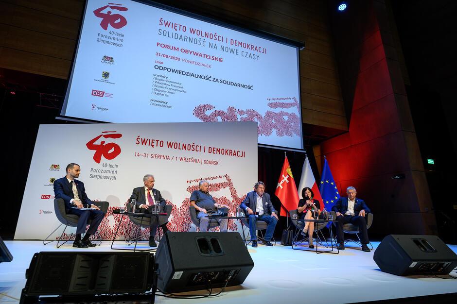 W debacie Odpowiedzialność za solidarność  wzięli udział (od lewej): Konrad Knoch,  Bogdan Lis, Bogdan Borusewicz, Zbigniew Janas, Bożena Rybicka-Grzywaczewska i Władysław Frasyniuk