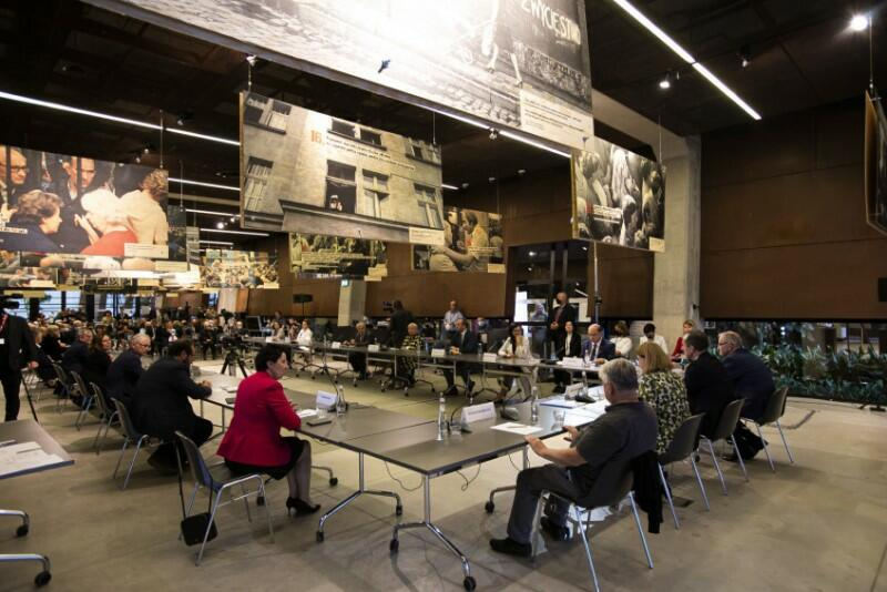 Posiedzenie zakończyło się przyjęciem stanowiska komisji w sprawie ECS - przez aklamację