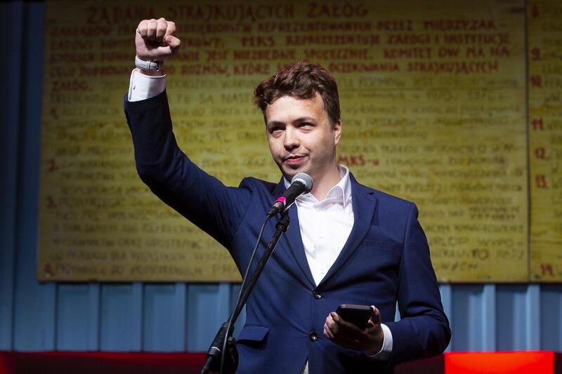 Raman Pratasewicz - tu na scenie przed Bramą nr 2, uczestniczył także w wieczornym wiecu