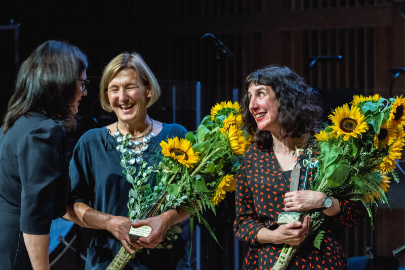 Nagrodę Europejskiego Poety Wolności odebrały Sinéad Morrissey z Irlandii (z prawej) i tłumaczka jej wierszy Magdalena Heydel