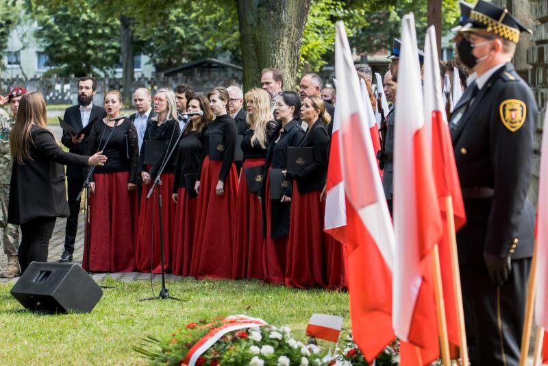 Wiązankę pieśni patriotycznych wykonał zespół wokalny Cappelli Gedanensis pod dyrekcją Karoliny Klassy