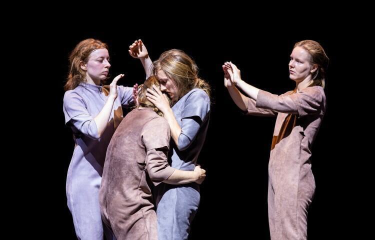 Spektakl Unbody  to kolejna produkcja trójmiejskiego trójmiejskiego składu Hertz Haus. Zobaczymy ją w weekend