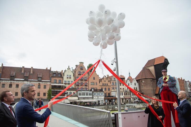 Symbolicznego otwarcia kładki dokonali Magdalena Adamowicz, z-ca prezydent Gdańska Alan Aleksandrowicz oraz przedstawiciele spółki Granaria