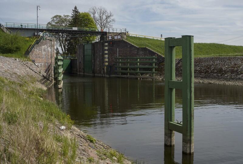 Na zdj.: Śluza Gdańska Głowa. Wybudowana w 1895 roku śluza odcina wody Wisły od Szkarpawy i znajduje się na obszarze Żuław Wiślanych