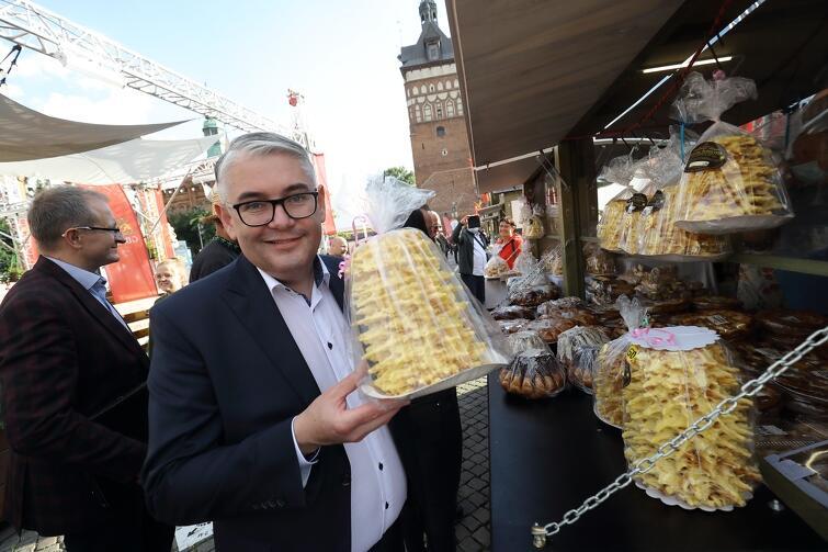 Piotr Kowalczuk, zastępce prezydent Gdańska, który witał gości w imieniu władz miasta podczas otwarcia Wilna w Gdańsku , docenił wileńskie przysmaki