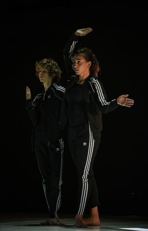 IF I WEAR, wyk.: Marta Kosieradzka, Agnieszka Sterczyńska. Współprodukcja Choreography Center Bat Yam