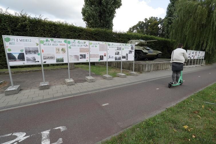Wystawa poświęcona Wielkiej Alei Lipowej ma charakter mobilny. Prz gdańskim czołgu można ją oglądać do 18 września