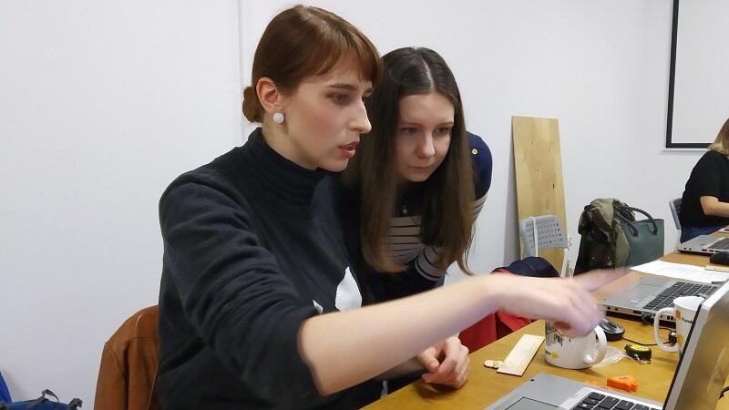 Kobiety w warsztacie FabLab w Gdańsku