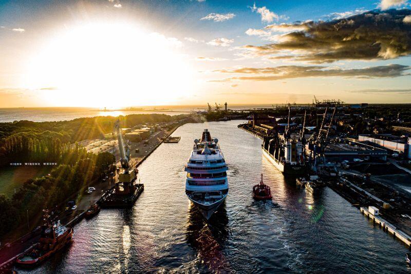 MS Europa wpływa do Portu Gdańsk