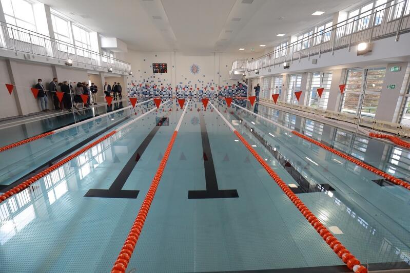 Już niebawem na zmodernizowanej pływalni prowadzone będą zajęcia. Oprócz samej niecki basenu, przebudowane zostały także szatnie z zapleczem