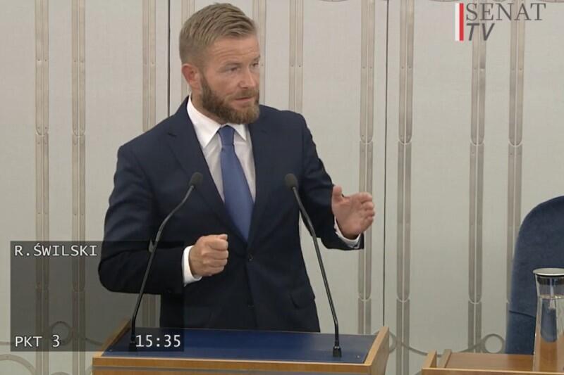 Przed Sejmem stanowisko Senatu w sprawie ustawy będzie reprezentował senator Ryszard Świlski. Tutaj - obraz z transmisji debaty w Senacie, realizowanej przez Senat TV