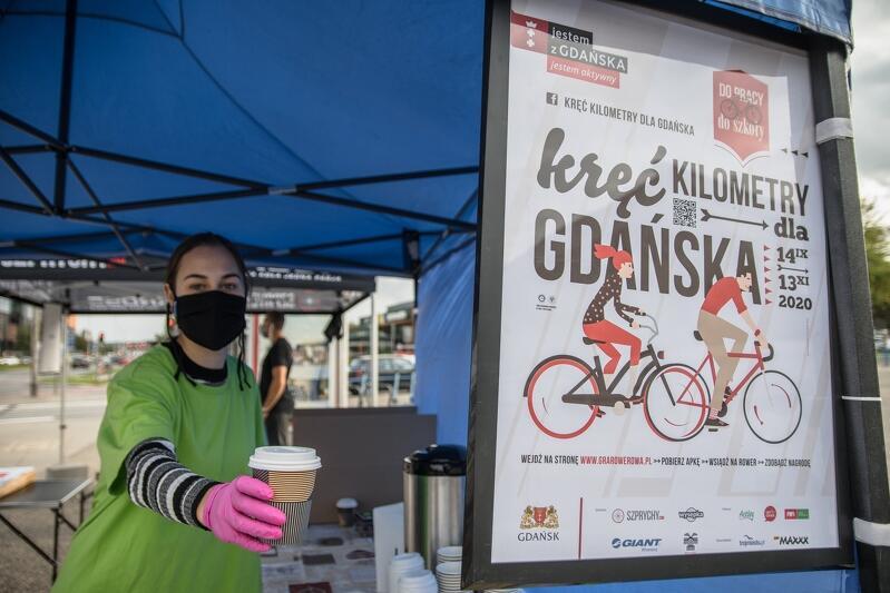 Poranna lub popołudniowa kawa na trasie dojazdu rowerzystów do pracy
